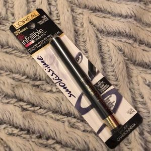 L'Oreal Paris- Infallible Smokissime Eyeliner